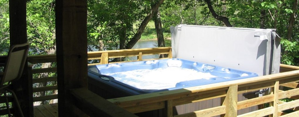 Relax In The Hot Tub Overlooking The Shenandoah River